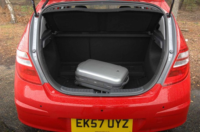 2 as well  as well 2013 Hyundai I30 Interior Front Cabin Passenger Seat View as well New Hyundai I30 Fastback 2018 Review Pictures likewise Hyundai I30 First Report Pictures. on hyundai i30